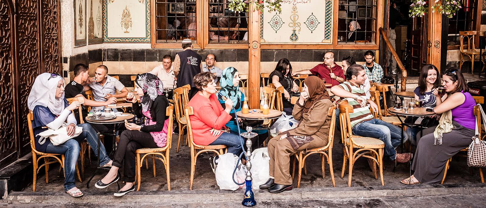 restaurant bar in syrien shisha limo ziggarette snacks trinken und gemütliche atmosphaere