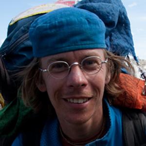 gregor sieboeck weltenwanderer mit Rucksack unterwegs