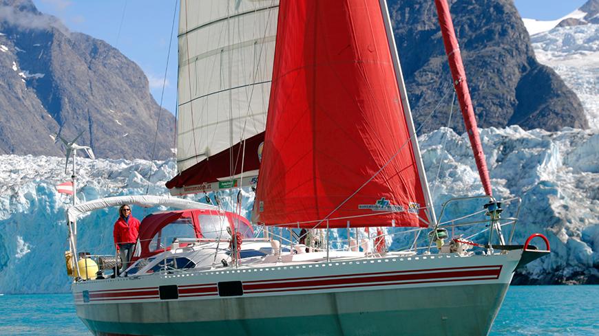 Segelboot im Meer