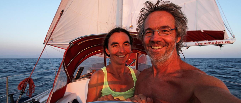 Doris Renolder & Wolfgang Slanec auf einem Segelboot