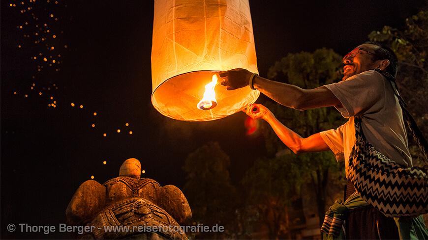 fliegende laterne in thailand